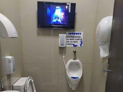 Baño de surtidores, con TV plasma y aire acondicionado