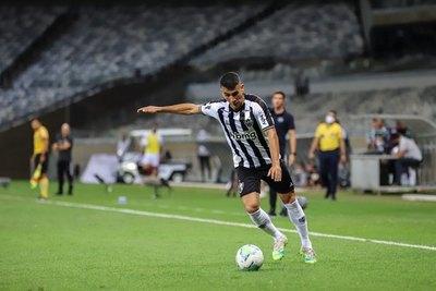 Con Alonso, el Mineiro empata de visita y alcanza la cima
