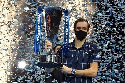 Medvedev remonta ante Thiem y es el nuevo maestro del tenis mundial