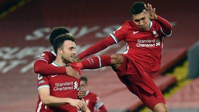 Liverpool golea al Leicester y vuelve a lo más alto de la Premier League