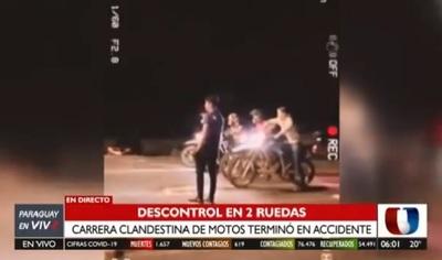 Carrera clandestina acaba en choque entre auto y motos