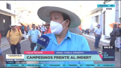 HOY / Campesinos se encuentran frente a la sede del Indert y prevén una marcha por el microcentro esta mañana