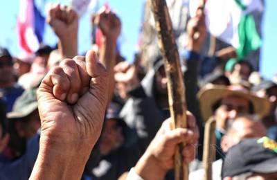 """Marcha en el microcentro: Campesinos exigen recuperación de """"tierras malhabidas"""""""