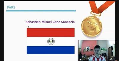 ¡Orgullo! Joven trae medalla de oro de Olimpiadas de Matemática