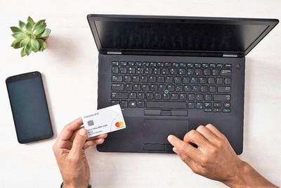 Presentan nueva tarjeta de débito más segura, práctica en trazabilidad y limpia en seguridad sanitaria