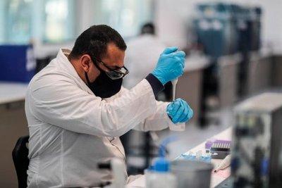 Oxford y AstraZeneca anunciaron que su vacuna contra el coronavirus tiene una eficacia de hasta 90% y es fácil de transportar