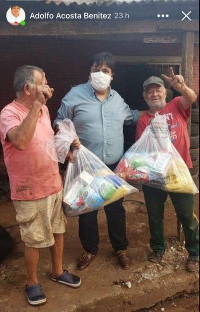 Presidente Franco: Concejal hace proselitismo con víveres de Itaipu