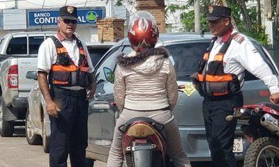 VERIFICAN DOCUMENTOS Y MULTAN A INFRACTORES DE TRANSITO