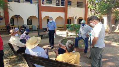 Continúa calvario de abuelitos por terreno para hospital geriátrico
