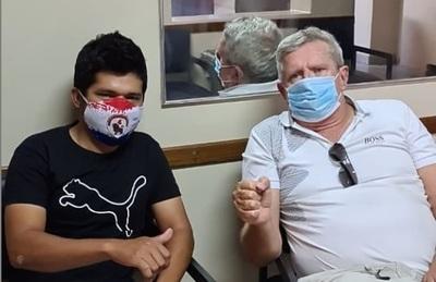 Schupp llevó a Jaka al médico para que le revise la vista