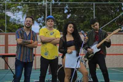 Pianito González se unió al grupo musical 'Las Solteras'
