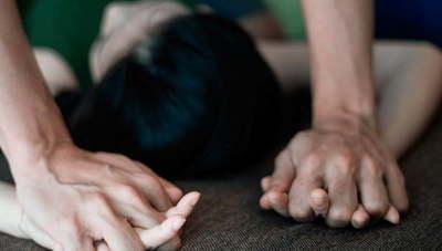 Menor se quedó a dormir en la casa de su amiga y fue violada