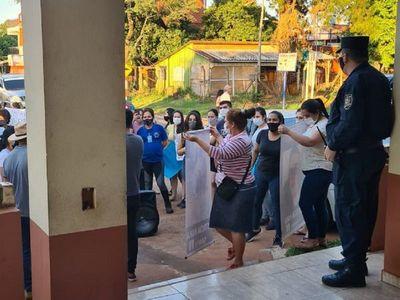 Familiares de niño fallecido se manifestaron frente a Comisaría en CDE