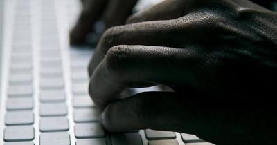 """Aumentan casos de """"sextorsión"""" mediante citas a ciegas por redes sociales"""