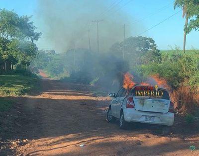 Imncineran vehículo en Callejón Maffuci y otro más en las cercanías de Blue Lagoon