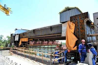 Avanza montaje de vigas trasversales en el lado paraguayo del Puente en Franco – Diario TNPRESS