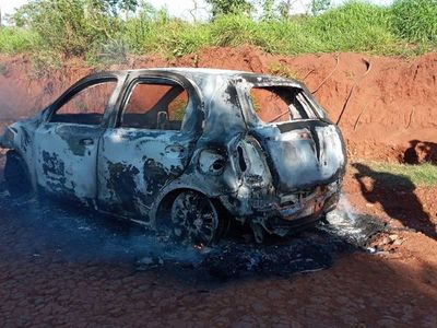 Incineran dos vehículos en Pedro Juan Caballero