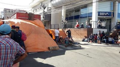 Campesinos inician cierres de calles en Asunción