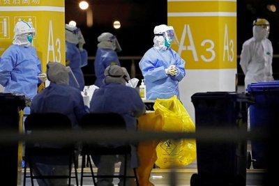 Caos en el aeropuerto de Shanghái por un brote de coronavirus: Más de 500 vuelos anulados
