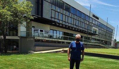 La visita de un campeón de América a la nueva Villa Olimpia