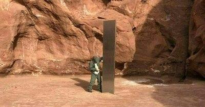 """La Nación / Misterioso """"obelisco"""" descubierto en desierto de EEUU"""