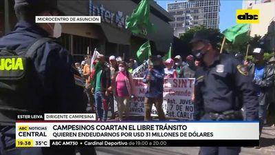 Campesinos coartan el libre tránsito en Asunción