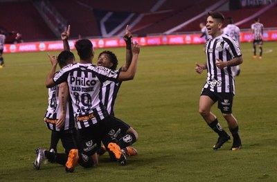 Santos saca ventaja tras ganar a Liga de Quito en la altura