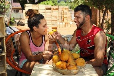 """Crónica / """"Nos sentamos a comer juntos los mangos"""""""