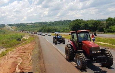 Productores de Itapúa partieron rumbo a Asunción en reclamo de condonación de deudas