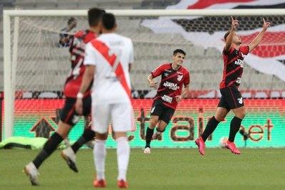 Bissoli, de jugar en la Intermedia a ser goleador copero de Parananse