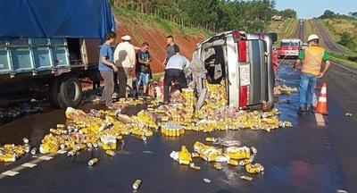 Comisario retirado volcó con cervezas de contrabando
