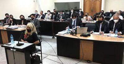 Denuncian sexismo y hostigamiento contra testigos en el caso contra Oviedo Matto