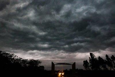 Alertan a 10 departamentos ante probable temporal significativo