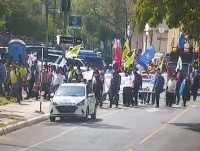 Marchas en el microcentro no deberían permitirse, advierten desde Salud · Radio Monumental 1080 AM