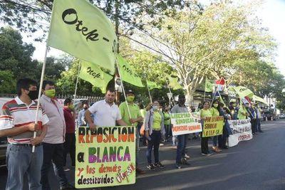 """Docentes protestan en Asunción exigiendo """"presupuesto especial"""" para educación"""