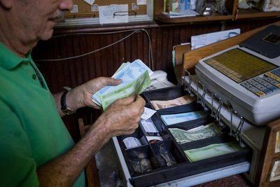 Venezuela busca reanimar su moneda, devaluada casi un 80 % en noviembre