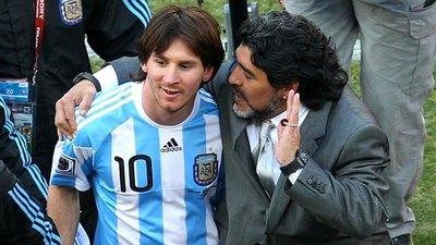El día que Maradona tocó a Messi con su 'mano de Dios'
