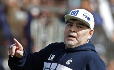 HOY / Diego Maradona: Una vida llena de éxitos y escándalos
