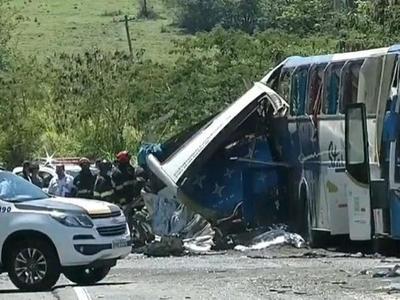 Al menos 41 muertos en un choque de frente entre un bus y un camión en Brasil – Prensa 5