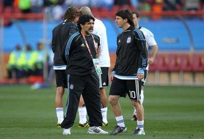 Messi, Pelé, CR7, Neymar: el mundo del fútbol llora la muerte de Maradona