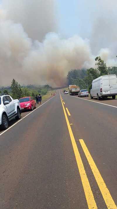 Itapúa: Evacuan a familias a raíz de incendio de gran magnitud