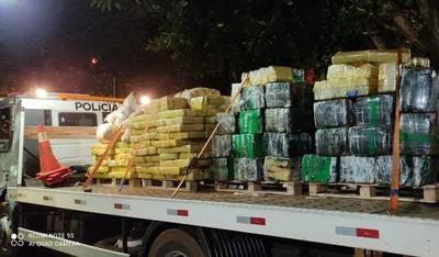 Decomisa 4,5 toneladas de MARIHUANA escondida en un CHIQUERO