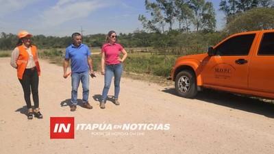 INTENDENTE DE JOSÉ LEANDRO OVIEDO RECIBE A FUNCIONARIOS DEL MOPC.