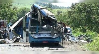 Más de 40 muertos en Brasil tras choque entre bus y camión