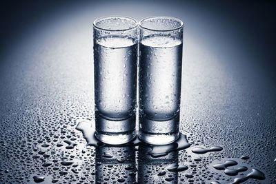 Suman 43 los muertos en Costa Rica por ingerir bebida alcohólica adulterada