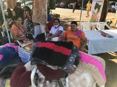 Mujeres emprendedoras exhibieron sus productos en la Feria Permanente