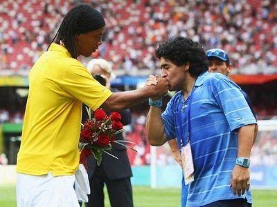 Ronaldinho, Ronaldo y Rivaldo se despiden de Maradona