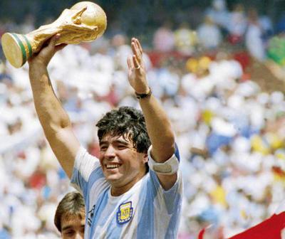 "Maradona: ""Yo me equivoqué y pagué, pero la pelota no se mancha"""