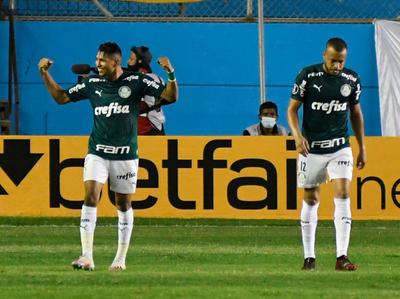 Palmeiras golea y casi asegura la clasificación