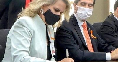 La Nación / Asumió al nuevo cargo Liz Cramer